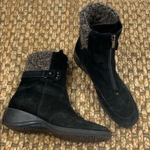 Aquatalia • Suede Wedge Ankle Boot Sz 9